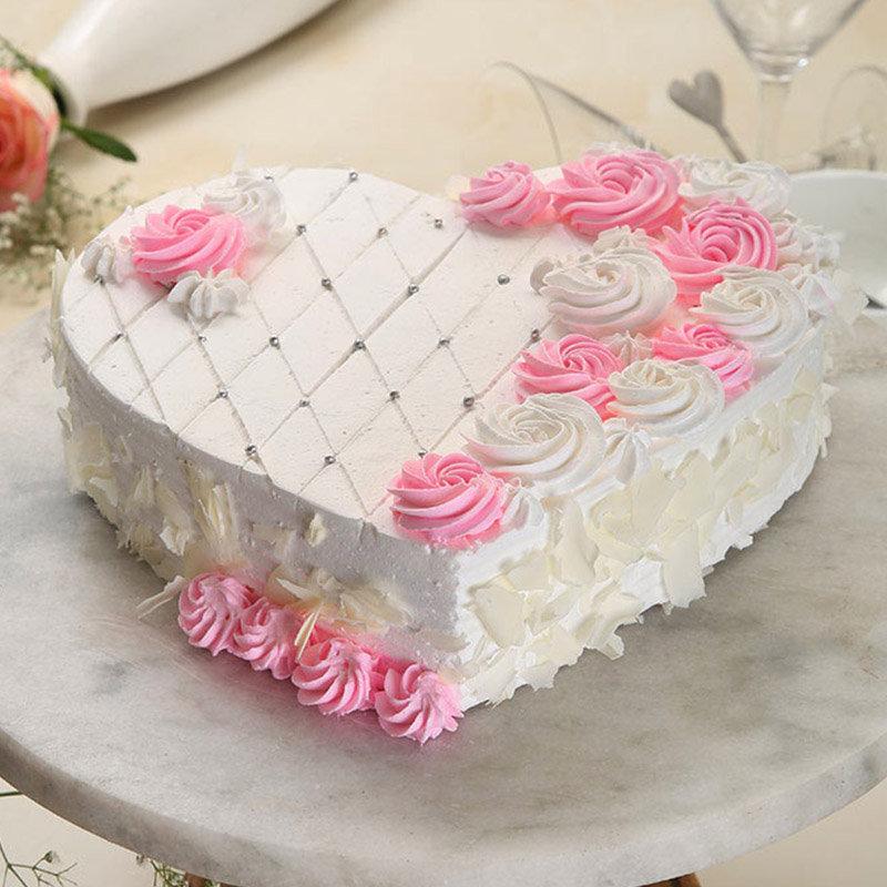 The Snowy Love Cake